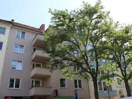 Großzügig geschnittene Wohnung mit Balkon