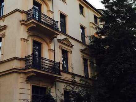 Schweren Herzens gebe ich meine 2 Zimmer mit Balkon im Denkmal Altbau ab