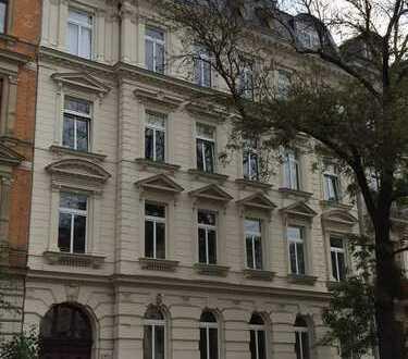 ***5,5 Zi. Altbau-WE in beliebter Süd-Vorstadt, Stuck, Parkett, Balkon, uvm.***