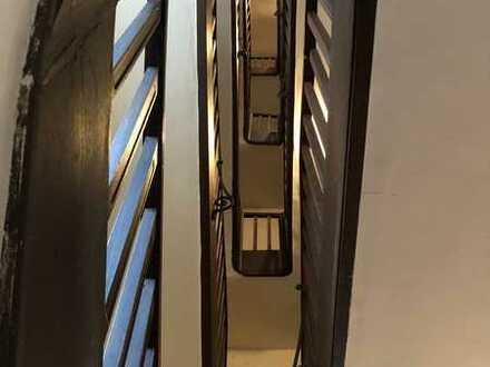 3-Zi.-Altbauwohnung m. Balkon und neuem Aufzug - vermietet - Denkmalschutz - Für Kapitalanleger