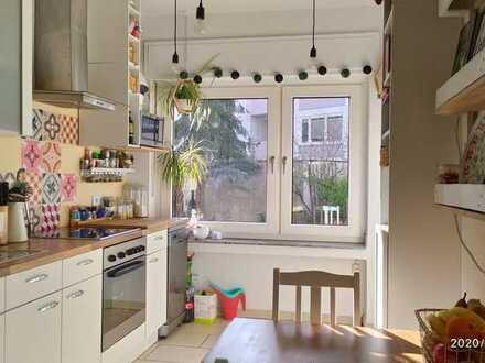 Einmalig provisionsfrei! Gepflegte 2-Zimmer-Terrassenwohnung mit Balkon mitten in Benrath