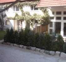 Große Wohnung in einer Bauernhaushälfe modernisiert mit Fernwärme & Holzkamine