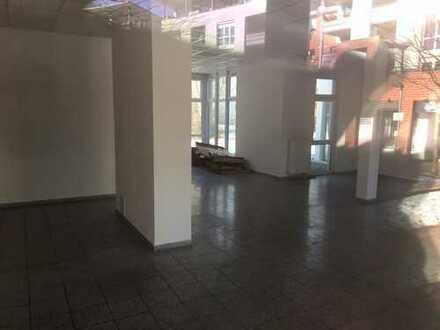 Helle Bürofläche mit zwei TG-Stellplätzen in Reutlingen