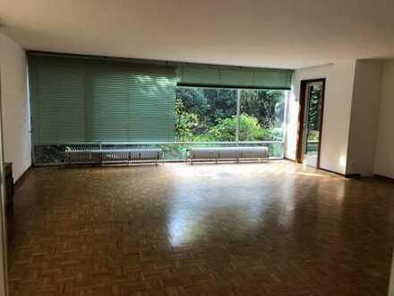Modernisierte 3,5-Zimmer-Erdgeschosswohnung mit Garten in Bochum-Eppendorf