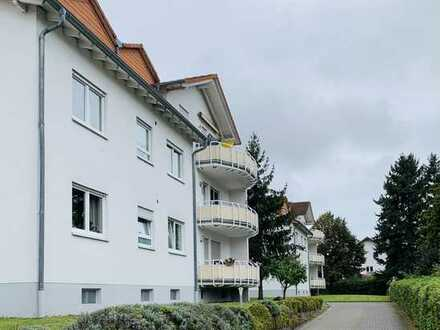 Provisionsfrei - gepflegte 3-Zimmer-Hochparterre-Wohnung, Balkon + 2 Stellplätze in ruhiger Lage