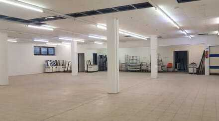 Hallenfläche mit Büro in verkehrsgünstige Lage für Austelungen, Lagerungen, Produktion oder Sport
