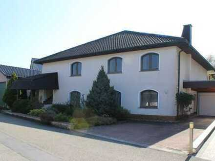 Repräsentatives Einfamilienhaus mit Einliegerwohnung in traumhafter Lage von Spechbach