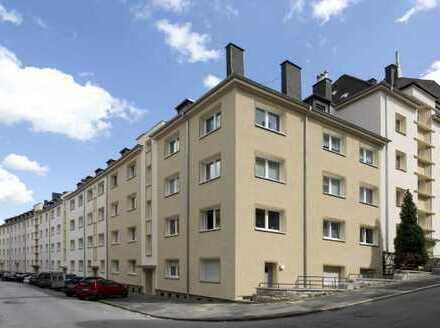 KLEINE KOMPLETT MODERNISIERTE WOHNUNG mit großem Balkon