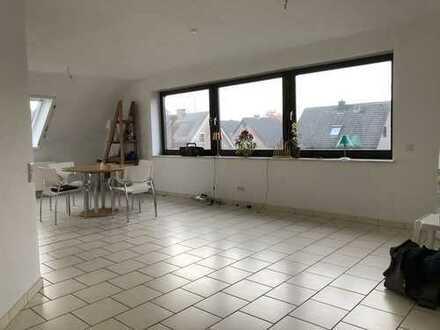 großzügige Maisonette - Wohnung mit Balkon und Garage