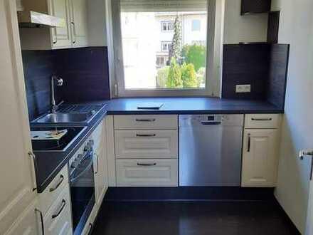Sanierte 5-Raum-Wohnung mit Balkon und Einbauküche in Lichtenstein