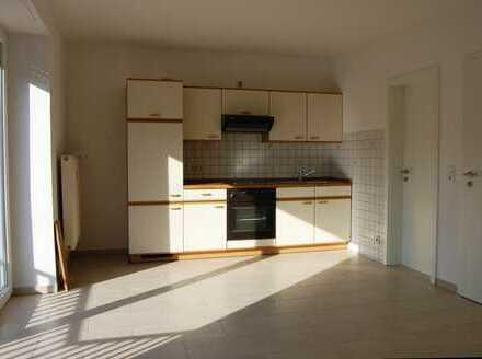 Schöne 1,5-Zimmer-Wohnung mit Balkon und EBK in Deggendorf