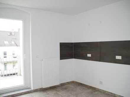 ERSTBEZUG, hochwertig saniert - 2-Zimmer-Etagenwohnung mit Balkon und Kaminofen im 1. OG