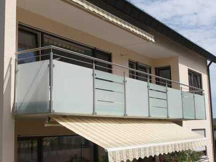 Renovierte 4,5-Zimmer-Wohnung mit 2 Balkonen und Einzelgarage in Waldnähe zu vermieten