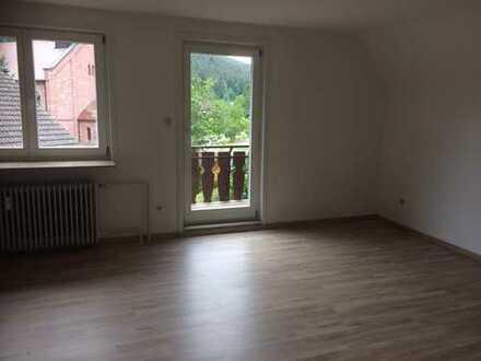 Günstige 3-Zimmer-DG-Wohnung mit Balkon in Enzklösterle