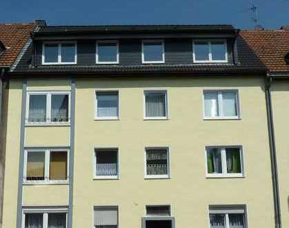 Gemütliche 2,5-Zimmer-Wohnung mit Hochglanz-Einbauküche