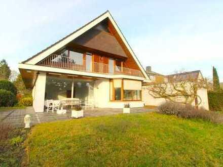 Großzügiges Einfamilienhaus mit 8 Zimmern und sonnigem Südwestgarten in Poppenbüttel zu vermieten!