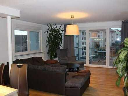 Von Privat: Helle und großzügige 3,5 Zimmer Wohnung im EG in kleiner Wohneinheit