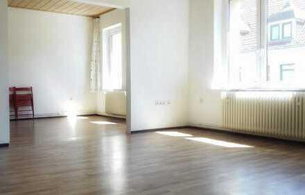 Erstbezug: stilvoll renovierte 3 Zimmer Altbauwohnung