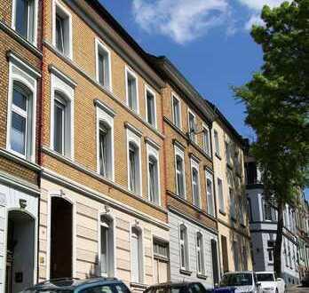 Unkonventionell, frisch renovierte Wohnung im Jugendstilhaus mit ca. 30 m² Wfl.