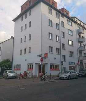 Gemütliche renovierte 3-Zimmer-Dachgeschosswohnung mit Einbauküche von privat