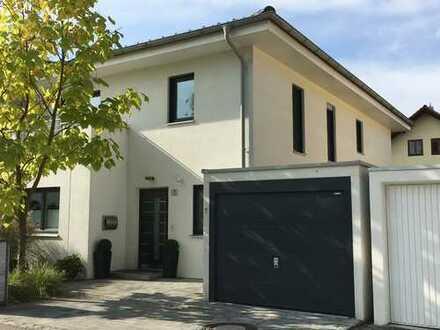 MAIER - Familienfreundliche Architekten-Villa mit luxuriöser Ausstattung in idyllischer Lage