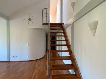 Etwas Besonderes: 2,5 Zimmer-Wohnung mit Empore und EBK - AB SOFORT