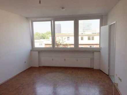Schöne, zentrale Wohnung mit Fernsicht, allg. Dachterrasse, Aufzug, Hausmeister