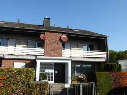 Schönes Haus mit fünf Zimmern , Garage und kleinem Garten in KL, Innenstadt