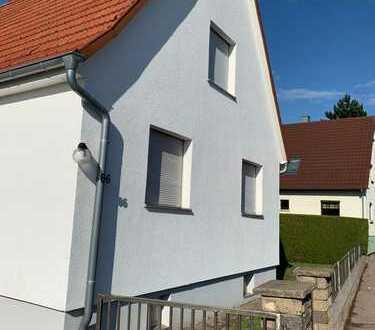 Schönes, geräumiges Haus mit drei Zimmern und schönem Garten in Pforzheim, Huchenfeld