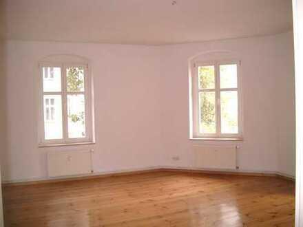 Großzügige 2-Zimmer-Altbauwohnung im Komponistenviertel
