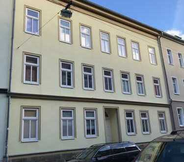 Schöne 3-Raum Wohnung mit Balkon im DG links