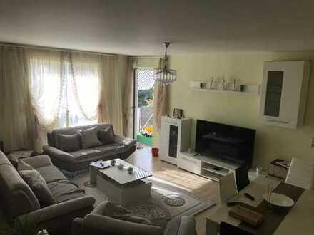 Schöne zentral gelegene 3-Zimmer-Wohnung mit Balkon