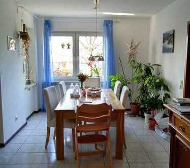 Schöne 4ZKBB Wohnung mit Gartenbenutzung und Stellplatz