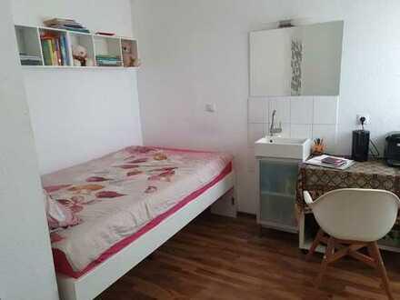 300 €, 12 m², 1 Zimmer