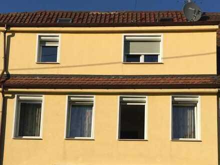 Zwei Familien, RMH mit Gewerbeladen und Scheune in Vaihingen