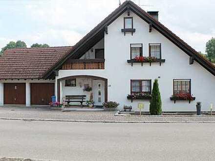 Modernisiertes Einfamilienhaus mit Einliegerwohnung, Wintergarten und Doppelgarage