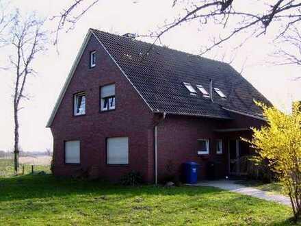 Erdgeschoßwohnung mit großem Grundstück und Garage