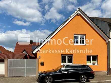 Mit Liebe zum Detail saniert und erweitert! Haus im Haus in Rheinhausen zu verkaufen.