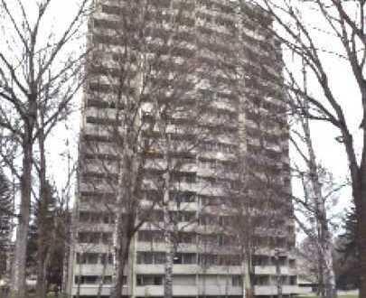 In Puchheim: Gepflegte Wohnung mit zwei Zimmern und Balkon