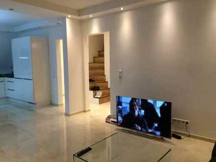 Moderne, stillvolle und neuwertige 2,5-Zimmer-DG-Wohnung mit EBK in Stuttgart