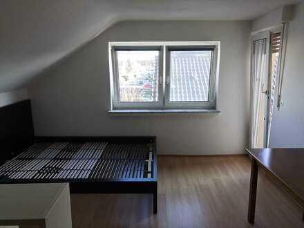 Großes Zimmer mit Balkon in 3 er WG in Darmstadt Griesheim