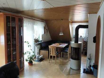 Familienwohnung und Platz für Fahrzeuge und Hobby
