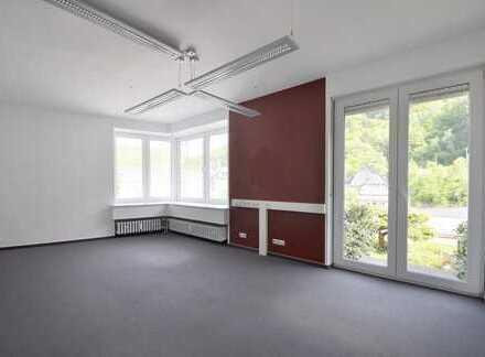 Bad Bertrich: Moderne und gepflegte, ca. 148 m² große, Büro-/Praxisfläche ab sofort frei