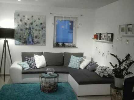 Schöne, helle und ruhige 2,5-Zimmer-Wohnung mit Küche