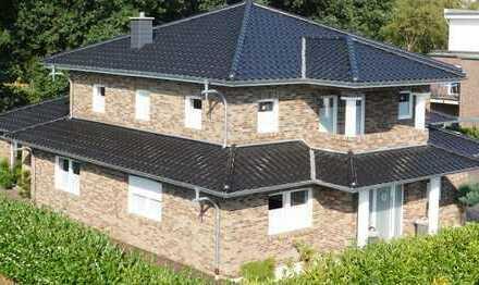 Pagoden Einfamilienhaus mit Doppelgarage