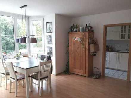 Schöne,moderne 3 Zimmer Wohnung mit EBK,Ruhe und TG-Stellplatz-WG geeignet.