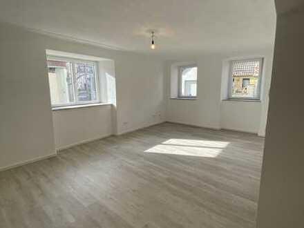 Lichtdurchflutete, moderne 2 Zimmer Wohnung im Herzen von Kleinlangheim
