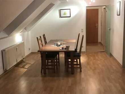 Nachmieter für sehr schöne 2-Zimmer-DG-Wohnung mit Balkon und Einbauküche in Duisburg-Wedau gesucht