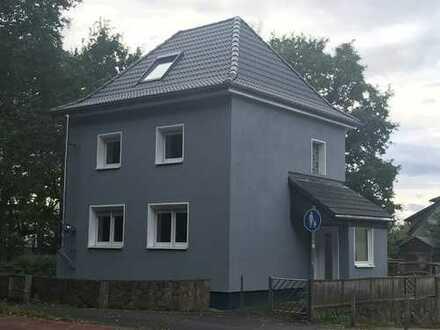 Freistehendes Einfamilienhaus in Köln Lind ( Sanierung wird noch fertiggestellt)