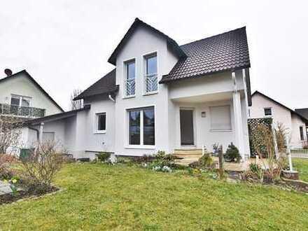 Der Traum vom Einfamilienhaus mit Doppelgarage und Garten, entspannt zur Miete!